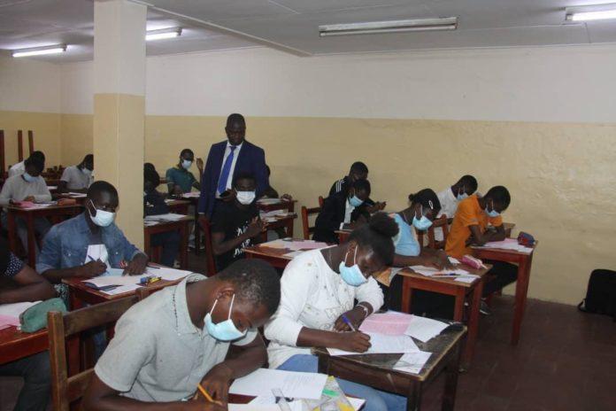 La Direction des Examens et des Concours (DEXCO), Dr Fofana Al Hassane, a procédé le mardi 18 mai 2021 à l'Ecole Pratique de la Chambre de Commerce et d'Industrie (EPCCI)