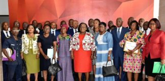 Le mardi 21 juin 2021, la ministre de la fonction publique et de la modernisation de l'administration, Anne Désirée Ouloto,